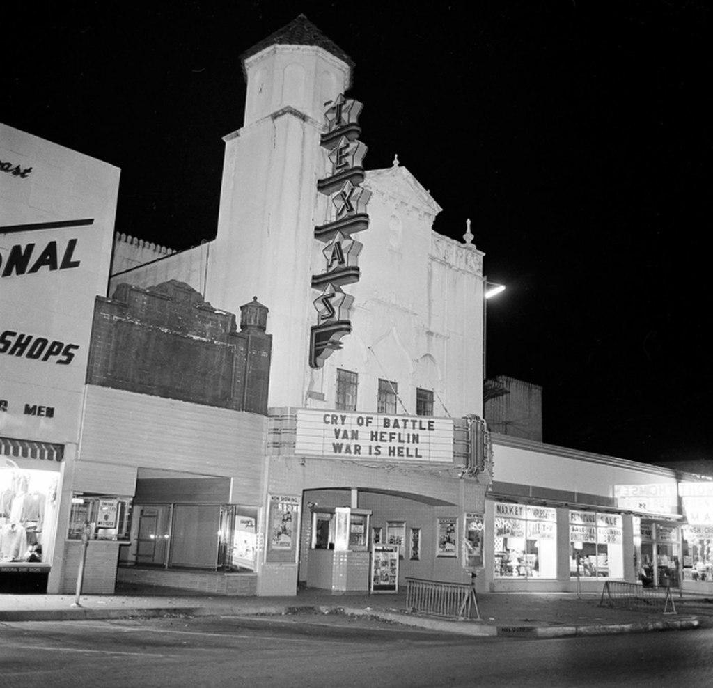 Texas Theatre Theatrics - Page 3 M2wwqu10