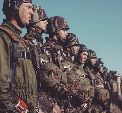 Parachutistes Militaires Marocains / Moroccan Paratroopers - Page 13 Fb_im315