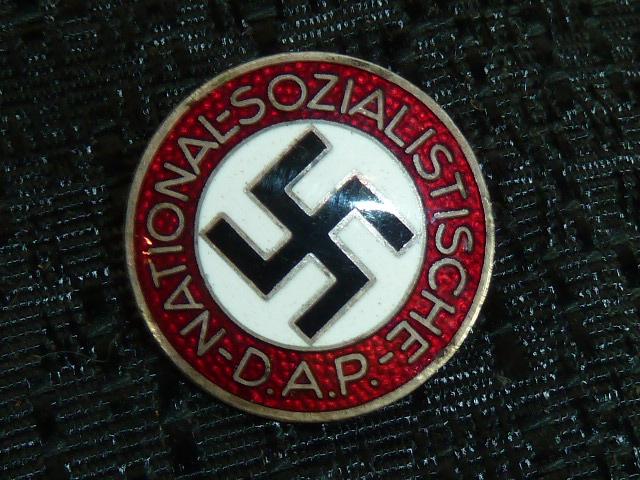 Casque allemand, schirmutzen allemandes, tasses patriotiques, etc..... P1600612