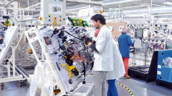 تشغيل 530 عامل وعاملة منتجة للخيوط الكهربائية بالقنيطرة وبرشيد وعين الشق الحي الحسني Yazaki10