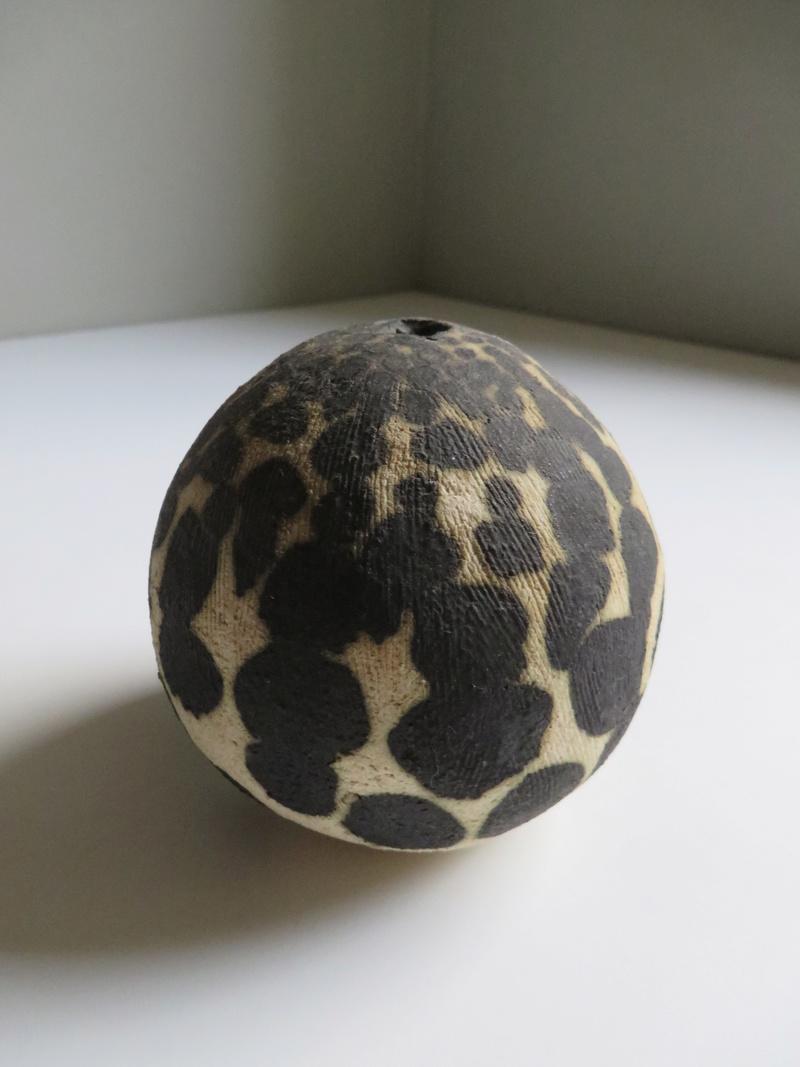 Black spotted spherical pot vase - unmarked Img_0410