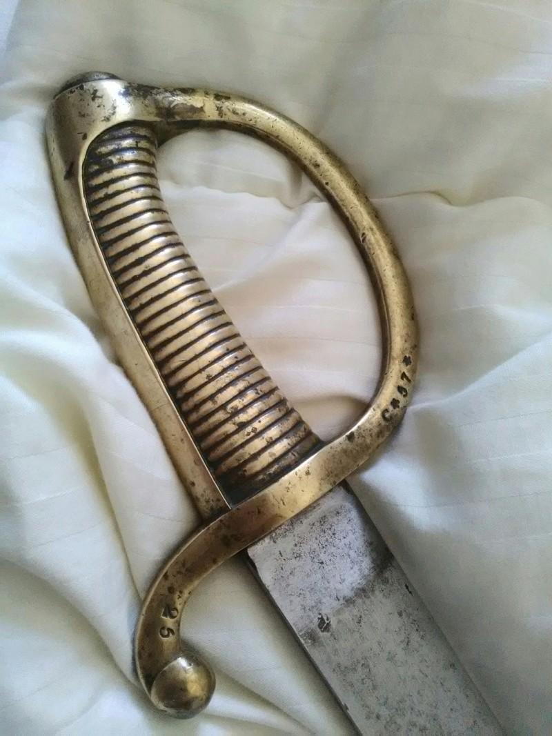 Sabre briquet 1er Empire qui fourmille de poinçons inconnus (pour moi) ! Img_2153
