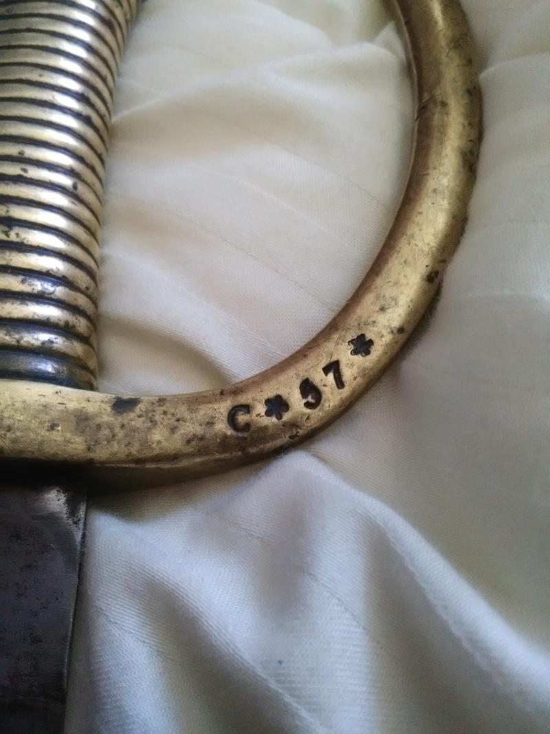 Sabre briquet 1er Empire qui fourmille de poinçons inconnus (pour moi) ! Img_2155
