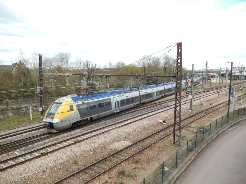 En gare de Moret- Veneux-les -Sablons avril 2018 Dscn8410