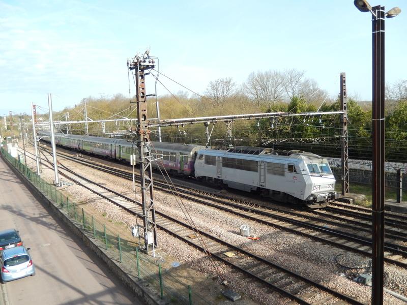 En gare de Moret- Veneux-les -Sablons avril 2018 Dscn8413