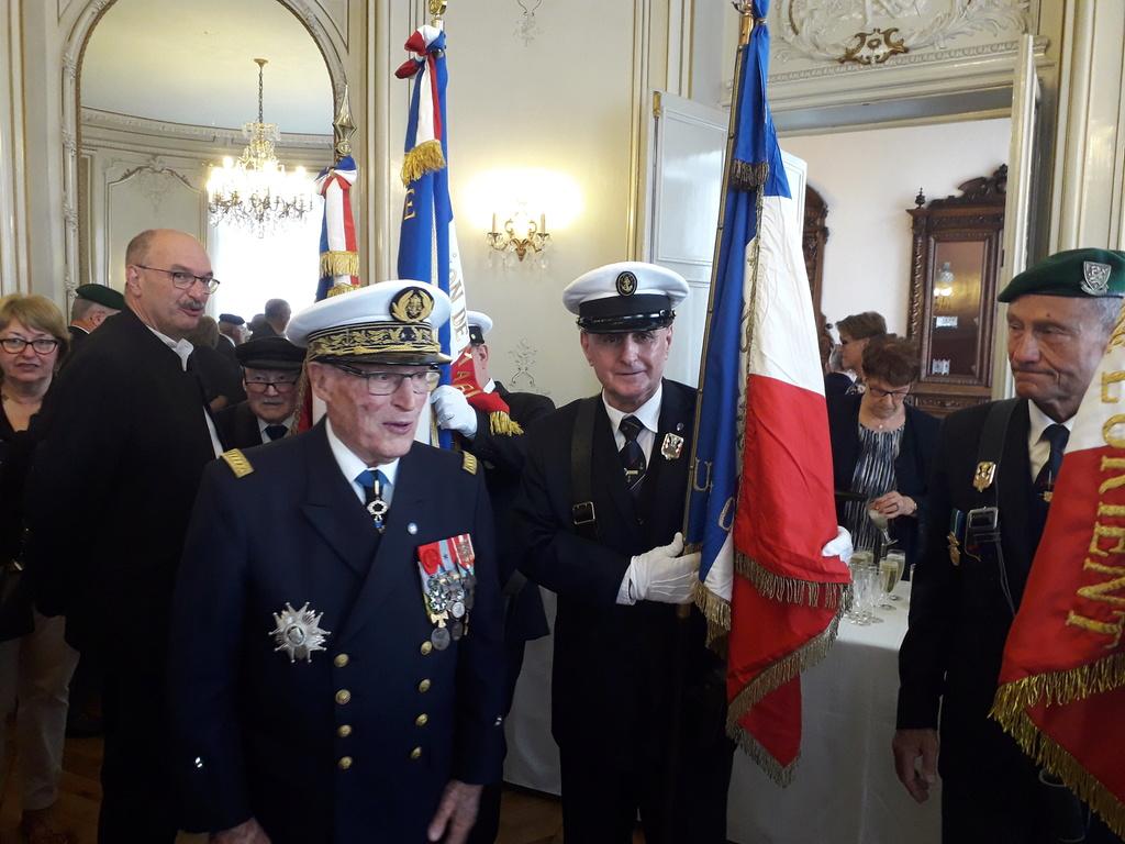 [ Associations anciens Marins ] Parrainage de l'AMMAC d'Angers amiral Yann Bordier 11113