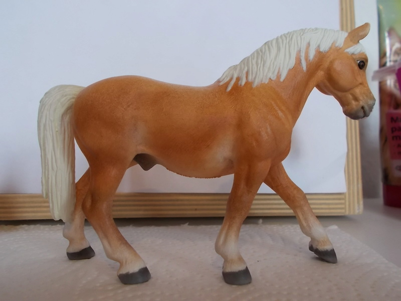 I started with repainting - Schleich horses - Page 2 Haflin12