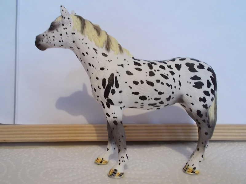 I started with repainting - Schleich horses Knabst11