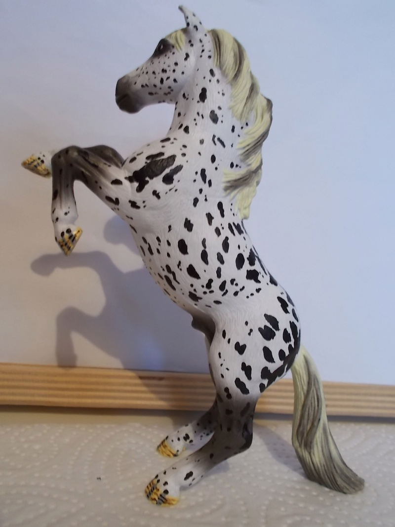 I started with repainting - Schleich horses Mustan12