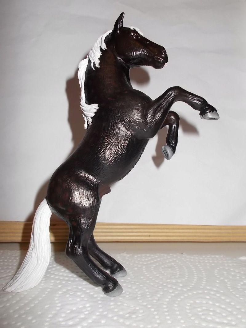 I started with repainting - Schleich horses - Page 2 Mustan35