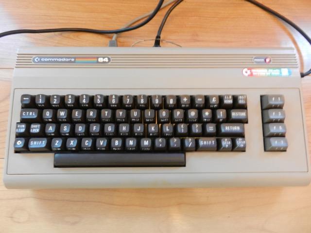 VDS COMMODORE C64 EXCELLENT ETAT PERITEL Dscn0910