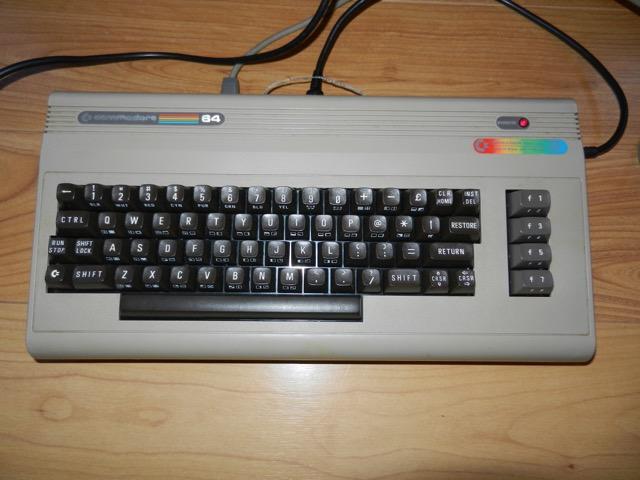 VDS COMMODORE C64 EXCELLENT ETAT PERITEL Dscn0911