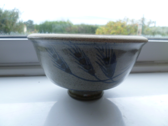 Wheat Head decorated bowl - Robert Tinnyunt? P1270420