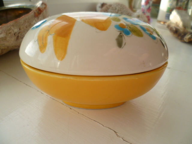 Odd Easter Lidded Bowl Egg - Palissy - Yardley - Italian - German? 4883/7 P1290110