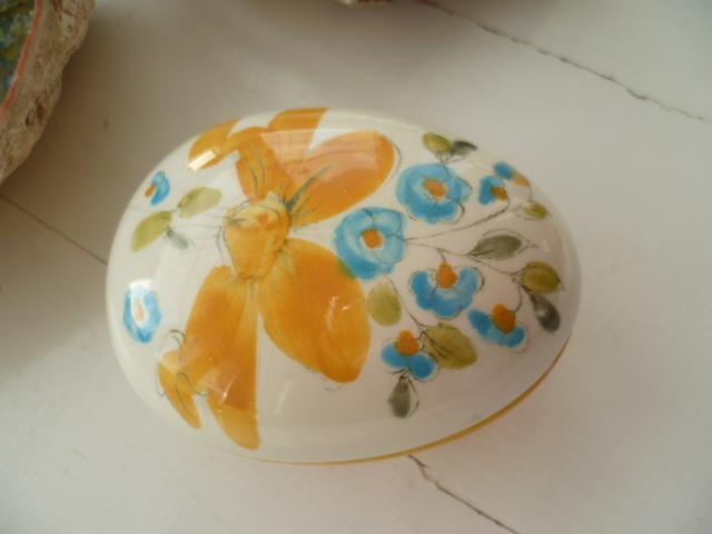 Odd Easter Lidded Bowl Egg - Palissy - Yardley - Italian - German? 4883/7 P1290112