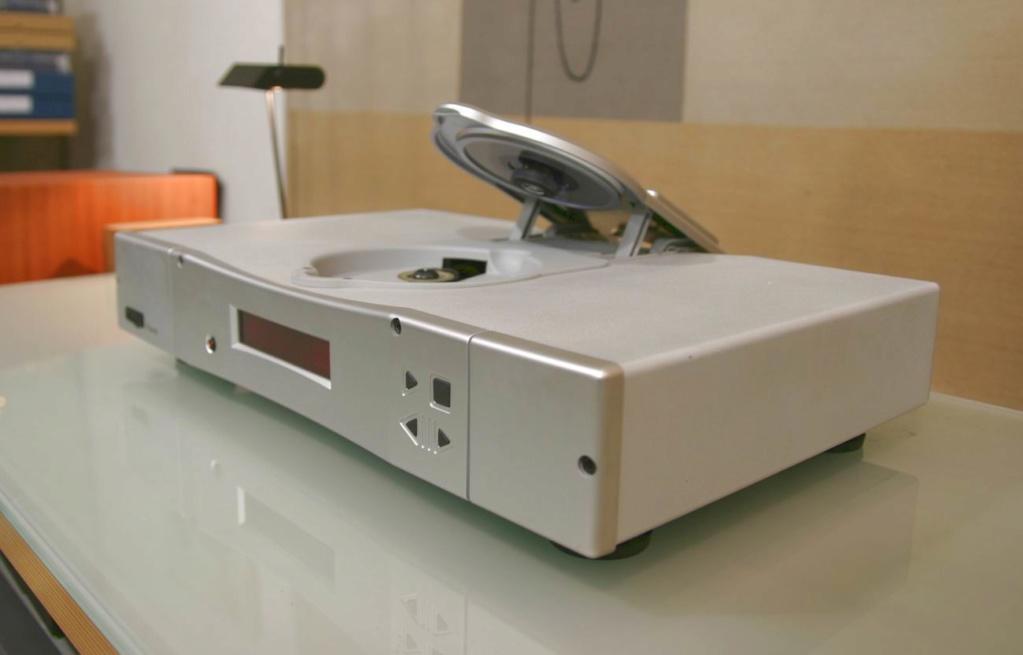 Rega Planet 2000 CD-Player w/ Remote (Silver) Dett_p10