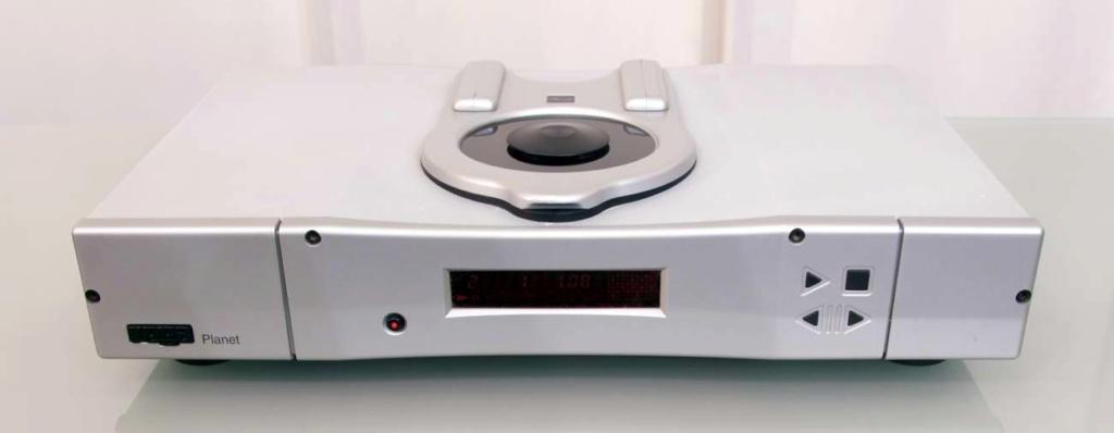 Rega Planet 2000 CD-Player w/ Remote (Silver) Planet10