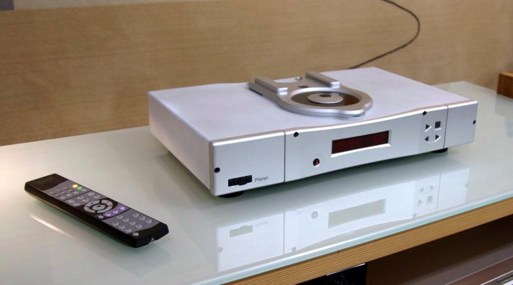 Rega Planet 2000 CD-Player w/ Remote (Silver) Planet11