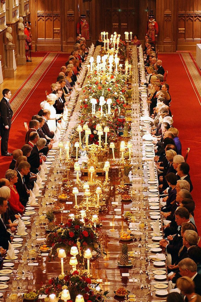 Constitutional monarchy or republic? - Page 9 Dinner10