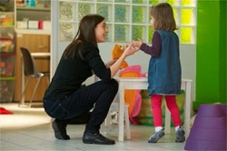 جمعية هزم الانطواء بالمغرب Association Vaincre l'Autisme Maroc : توظيف 10 مساعد اجتماعي Intervenant Social بالرباط حسان Associ10