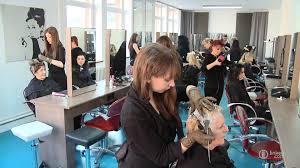 شركة و محل لتصفيف الشعر و التجميل بكندا : توظيف 50 منصب في تخصصات الحلاقة و التجميل براتب 170 درهم لساعة آخر أجل 10 ماي 2018 Coiffe10