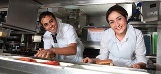 مطعم الوجبات السريعة توظيف 10 مناصب بمدينة سلا  Equipe10