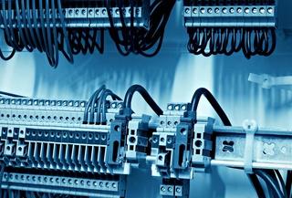 شركة متخصصة في الكهرباء الصناعية بمراكش توظيف 02 تقني متخصص بتجربة او بدون تجربة براتب 4500 درهم شهريا Indust12