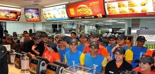 مطعم الوجبات السريعة رائد وطنيا و دوليا بفاس توظيف 50 عون فرق بالبكالوريا   Mac_do10