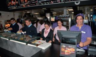 مطعم عالمي للوجبات السريعة توظيف 30 منصب عون فرق و 10 موظفي استقبال بمراكش Mcdona13