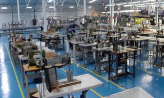 شركة و مصنع النسيج بوجدة توظيف 100 منصب عمال مؤهلون في الخياطة و التقطيع  Recrut33