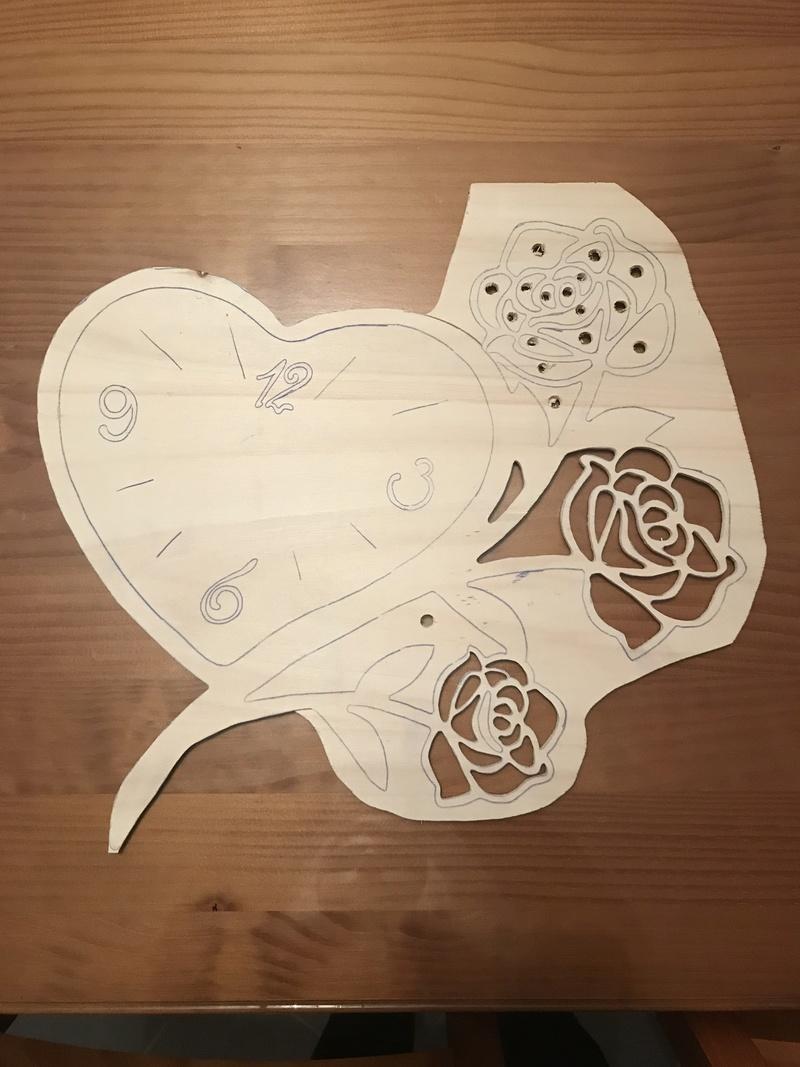 Horloge cœur et roses  07715210