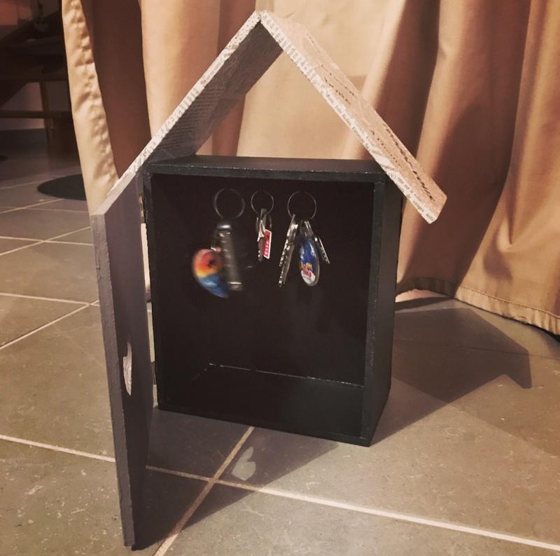 Petite cabane pour ranger ces clefs  80251110