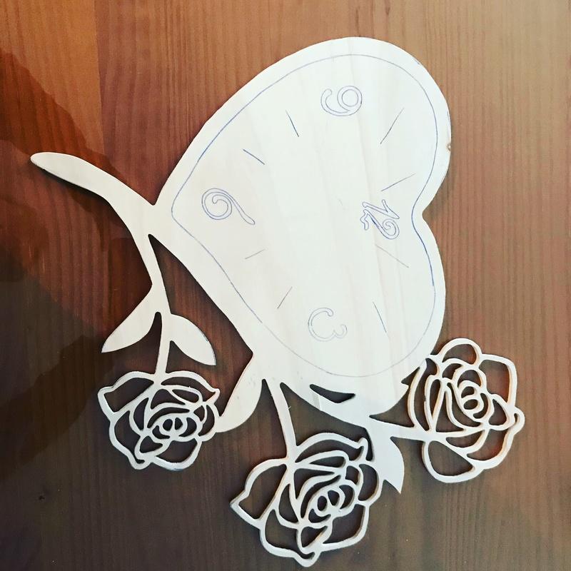 Horloge cœur et roses  Badb5610