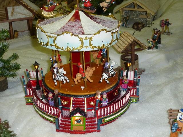 Cette année encore  à VUIZ un petit marché de Noel bien sympa P1090610