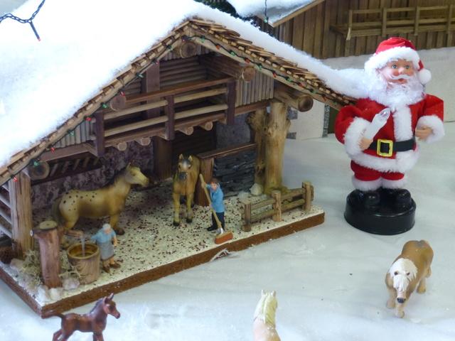 Cette année encore  à VUIZ un petit marché de Noel bien sympa P1110423