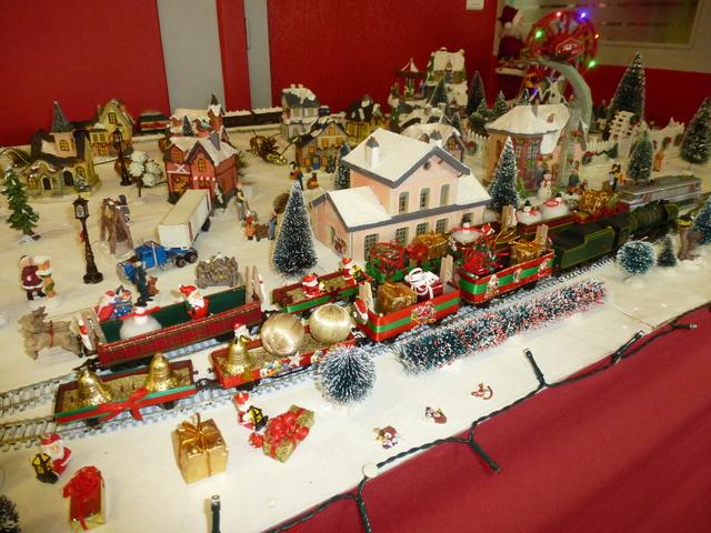 Cette année encore  à VUIZ un petit marché de Noel bien sympa P1110427