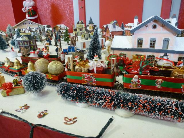 Cette année encore  à VUIZ un petit marché de Noel bien sympa P1110429