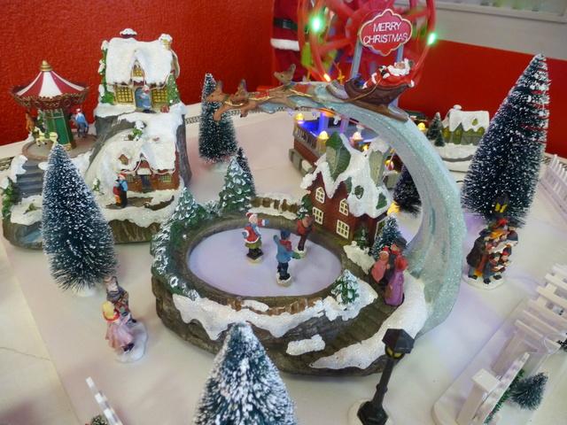 Cette année encore  à VUIZ un petit marché de Noel bien sympa P1110430