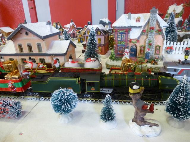 Cette année encore  à VUIZ un petit marché de Noel bien sympa P1110431