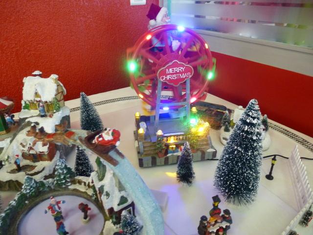 Cette année encore  à VUIZ un petit marché de Noel bien sympa P1110432