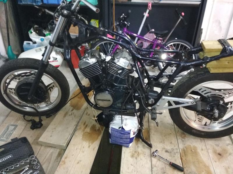 VT500E -> Cafe Racer Img_2010