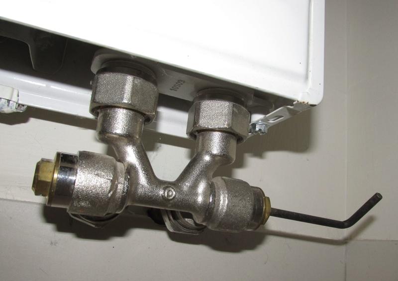Probleme radiateur froid en bas : Un chauffagiste dans la salle Img_3137