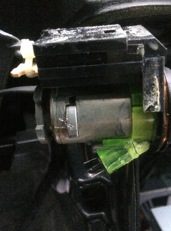 """Nettoyage du barillet du contacteur (dit """"Neiman"""") en photos - Page 4 Img_0711"""