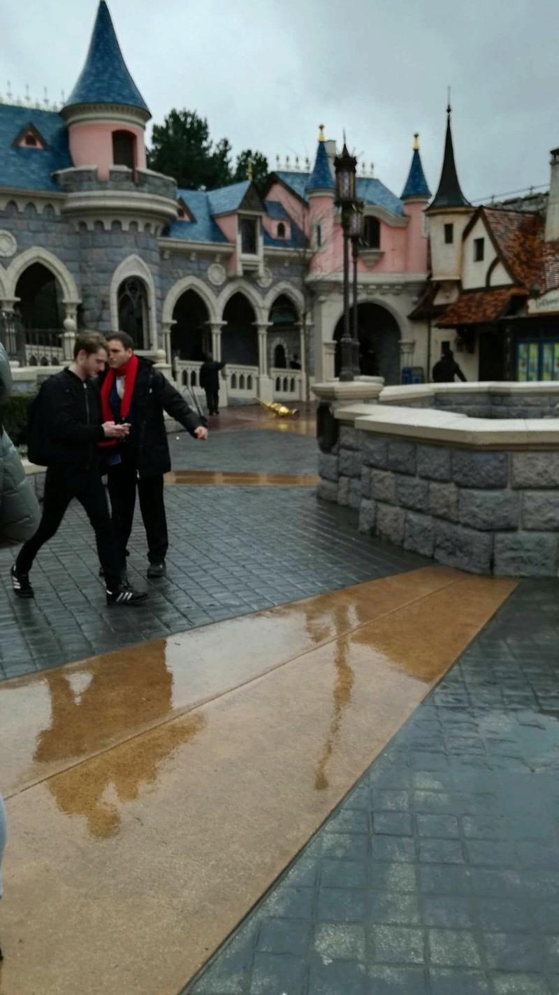 Les dégâts causés par les aléas climatiques à Disneyland Paris Dqxxqp10