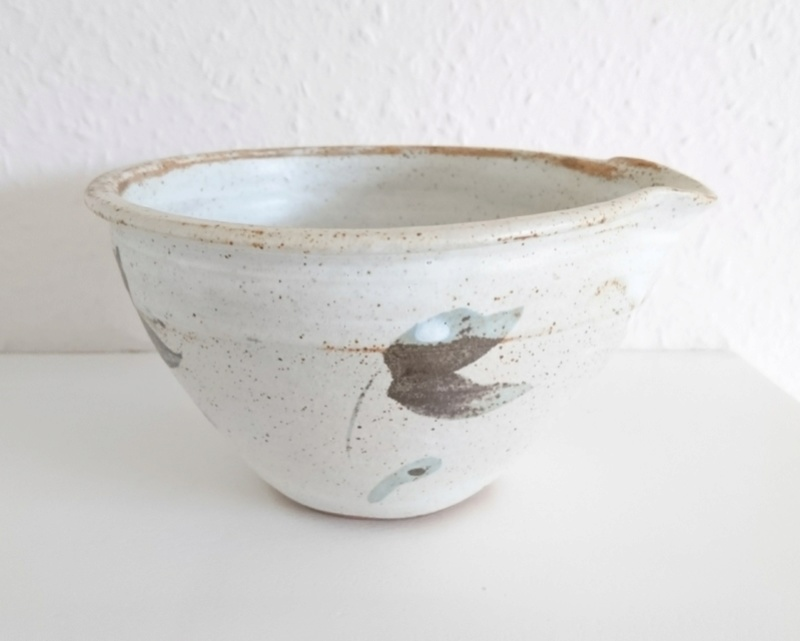 Lipped bowl _2018016
