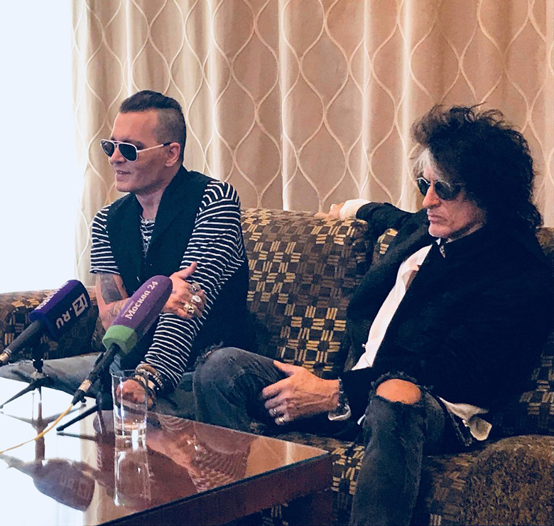 Le groupe Hollywood Vampires . - Page 28 20180532