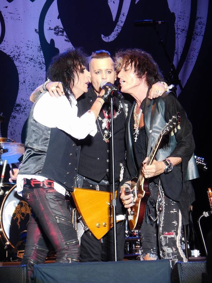 Le groupe Hollywood Vampires . - Page 28 Dew6nm10