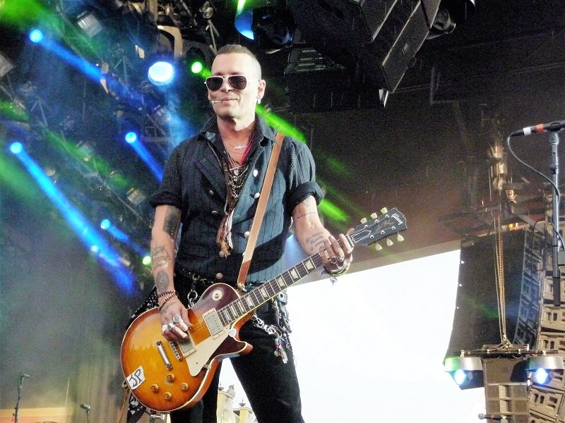 Le groupe Hollywood Vampires . - Page 28 Dfjvqm10
