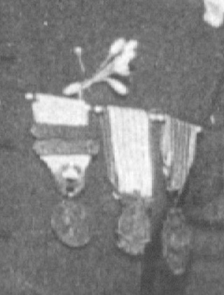Identification d'une décoration sur photo d'époque Numzo108