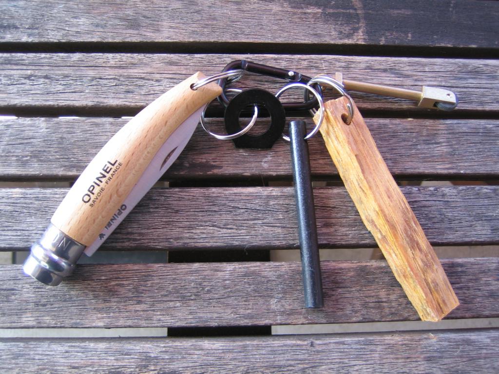 Haches ,couteaux et divers . Kit_fe23